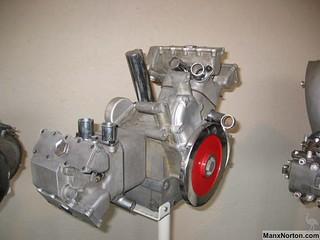 Moto-Guzzi-1948c-120-V-twin-engine