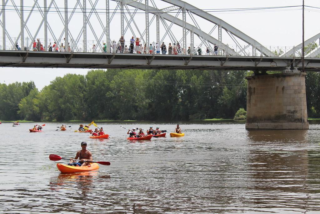 """Coria volvió a acoger su multidinario descenso del río alagón """"puente de la macarrona-puente de hierro de coria, donde participaron 400 palistas"""