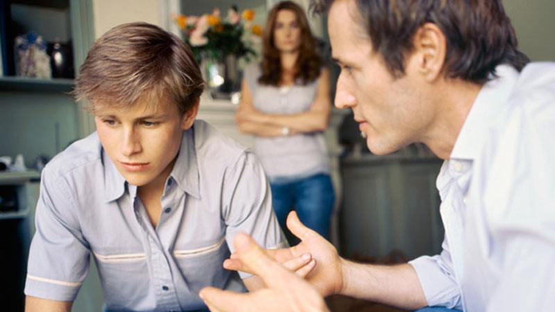 Membina hubungan dnegan anak remaja dapat menghindari konflik.