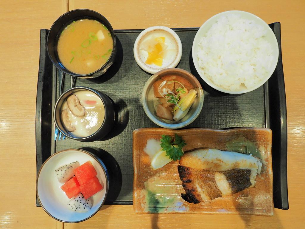 Rakuzen's Karasu Karei Teriyaki Zen (Grilled Atlantic Flatfish Set)