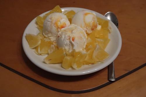 Yoghurt Arancia Eis mit zusätzlichen Orangenstückchen
