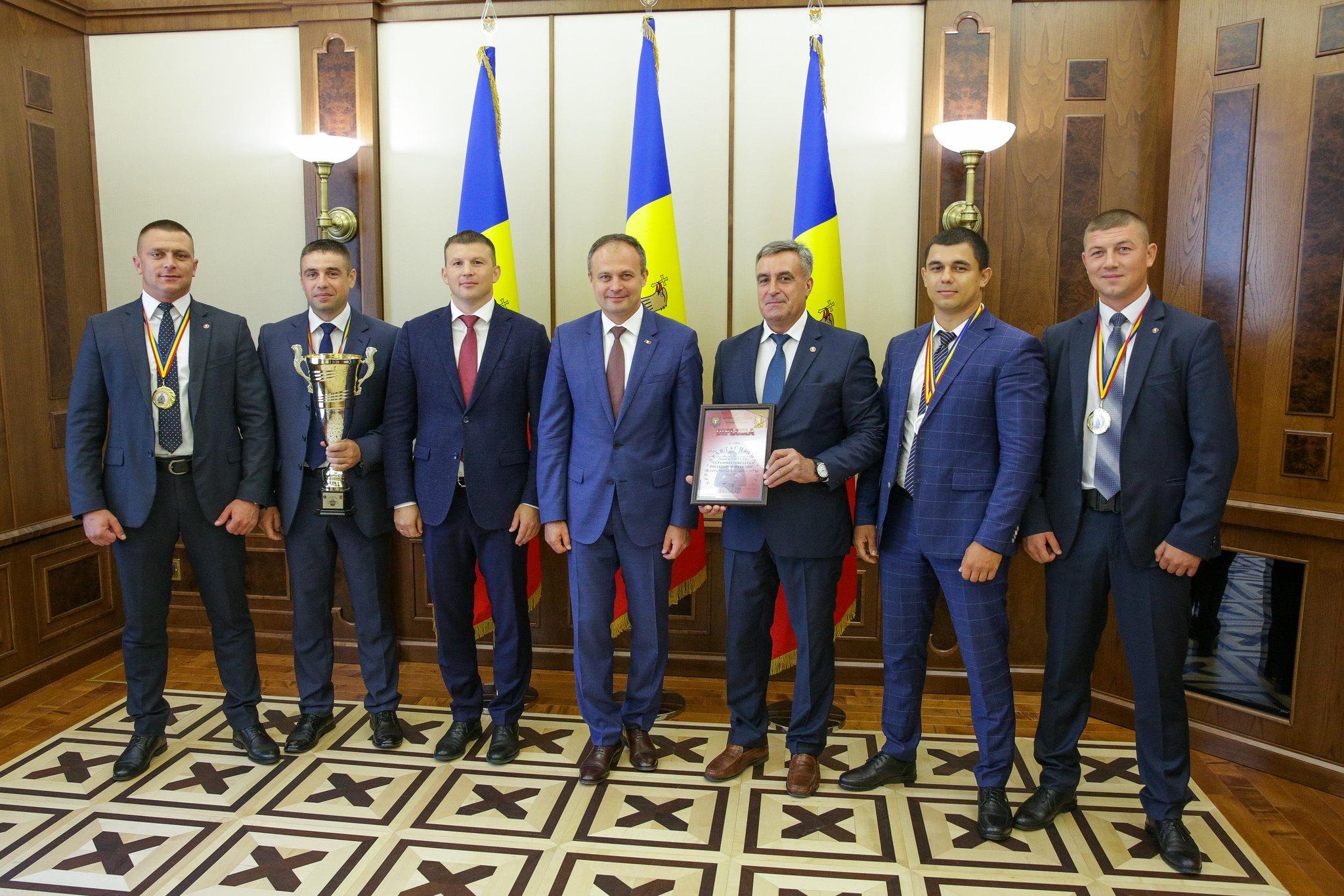 07.08.2018 Președintele Andrian Candu a înmânat diplome ofiţerilor SPPS.