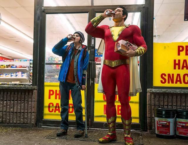 大喊一聲「沙贊!」就可以變身~ 這個超級歡樂的英雄到底是什麼來頭? 來認識明年將登上大銀幕的【沙贊】吧!
