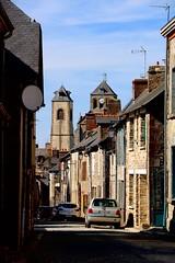 Une rue de Saint-Aubin-du-Cormier, dans la torpeur d'une fin d'après-midi chaud - Photo of Mecé