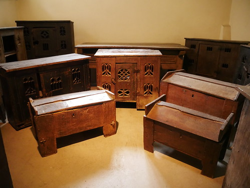 Dole Chests
