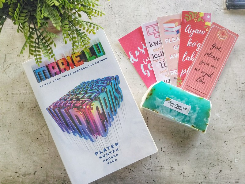 warcross by marie lu, bookmarks