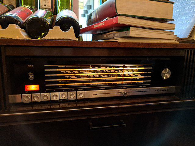 ancient radio @ Terres à Vin