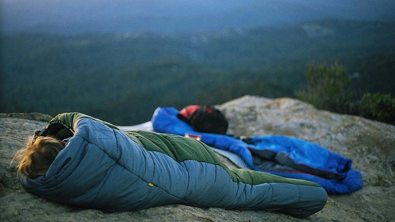 Sebelum mencuci kantong tidur perlu diperhatikan jenisnya.