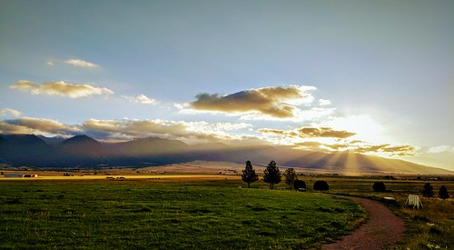 westcliffe custercounty colorado sangredecristos sangredecristowilderness hiking camping sunset crepuscularrays