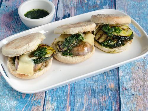 Auberginen-Zucchini-Sandwich mit Piso (2)