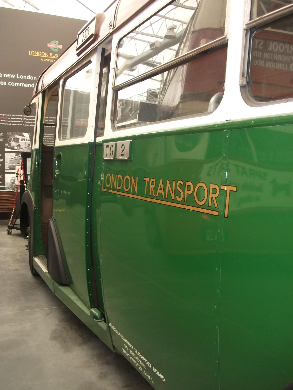 London transport CR16 close, Fujifilm FinePix AV130