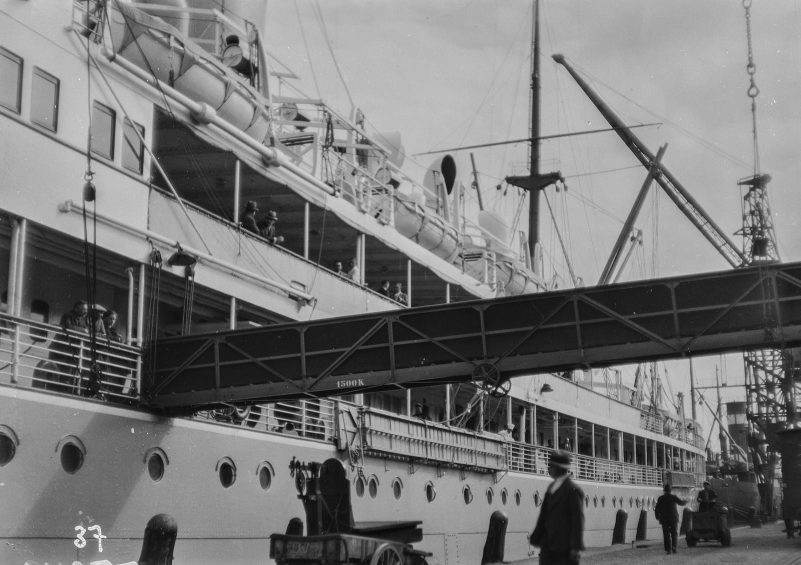 Антверпен. Корабль экспедиции