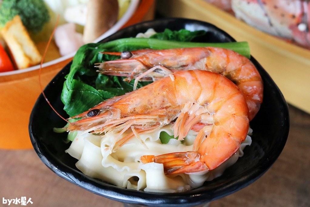 43244332365 47478a29ba b - 熱血採訪|台北知名火鍋上官木桶鍋來台中,超狂甜蜜痛風鍋,爆量鮮蝦吃到爽