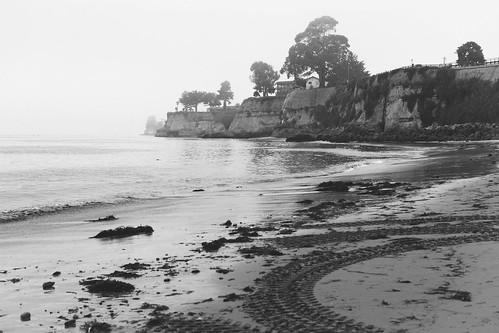 nikon319 fog capitola california unitedstates us bw blackandwhite ocean sea coast cliff trees house