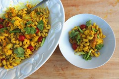CORK SCREW PASTA WITH CHICKEN AND VEGETABLES IN CURRIED COCONUT CREAM