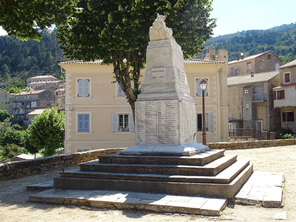 Ghisoni monument aux morts