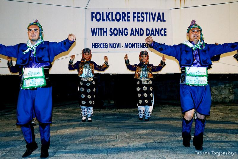 Танец турецкой группы на крепости Форте Маре