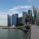 Immagine di Esplanade. marinabaysands asia singaporeflyer esplanade bridge esplanadetheatre milleniatower merlion artsciencemuseum