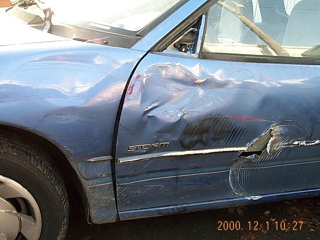O lado esquerdo da minha Geo Storm (após acidente)