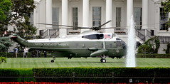Sikorsky VH-3D White Top Sea King landing on the White House South Law