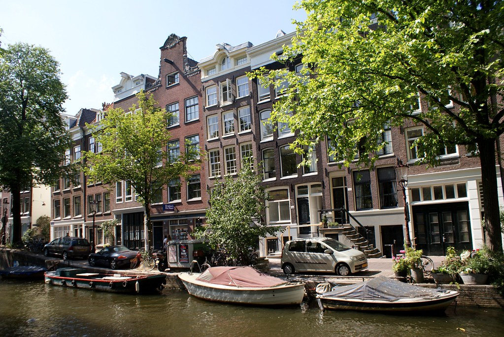 > Canaux dans le quartier de Jordaan à Amsterdam en été.