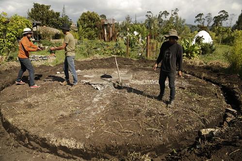 2018_02_Construyendo la base del domo geodésico Tabio- Cundinamarca. Organizmo Taller Bioconstrucción