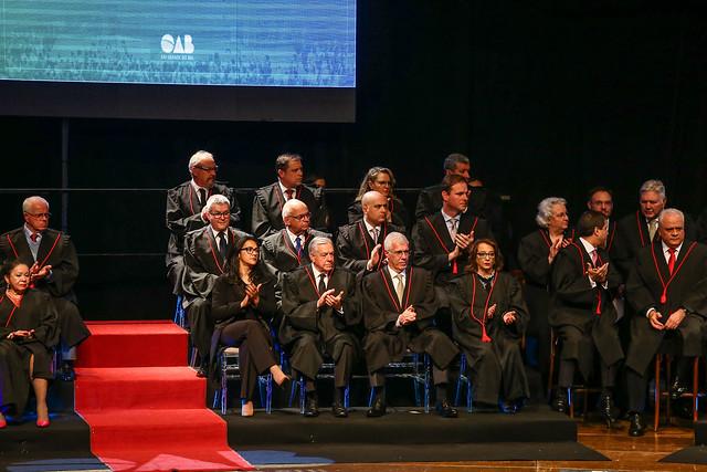 Presidente Romildo Bolzan Jr recebe homenagem da OAB