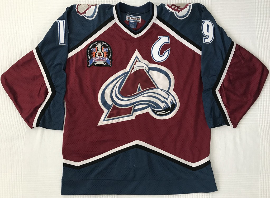 1995-96 Joe Sakic Colorado Avalanche Away Jersey Front