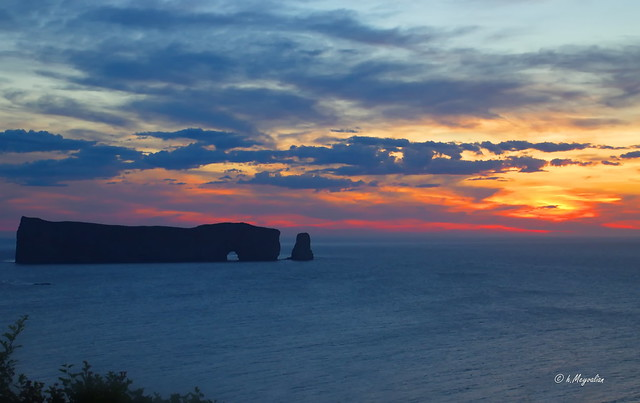 Levé de soleil sur le Rocher-Percé -  Twilight before sunrise.