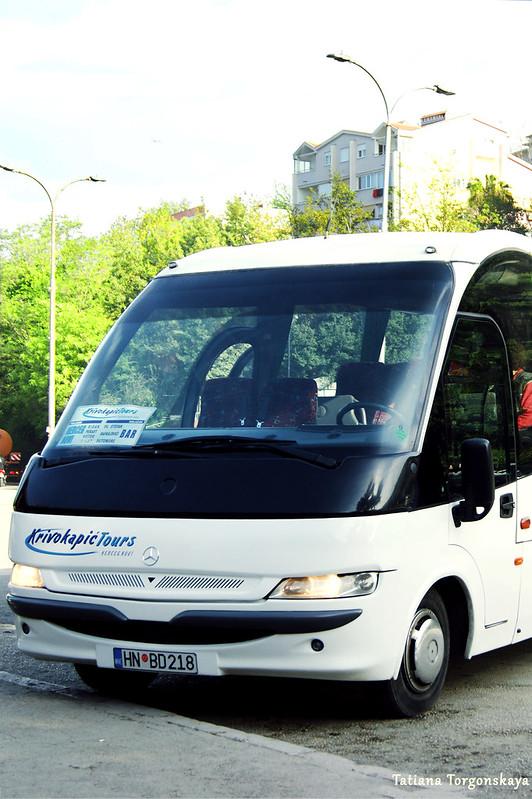 Междугородний автобус на станции в Херцег Нови