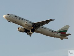 Bulgaria Air A320-214 LZ-FBE taking off at LHR/EGLL