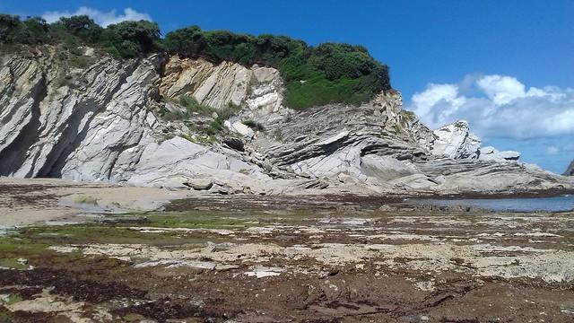 Mañana   con tiempo inestable  y buena   temperatura  (  Playa  de Muriola ) Barrica