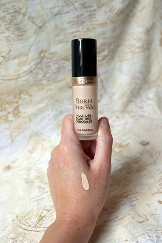 Too Faced - Born This Way super coverage concealer in Snow