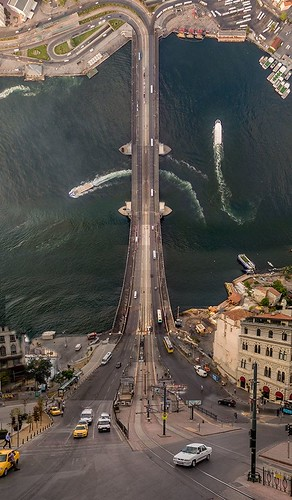 Landscape Drone Photography : Le photographe turc Aydın Büyüktaş transforme sa ville façon Inception.