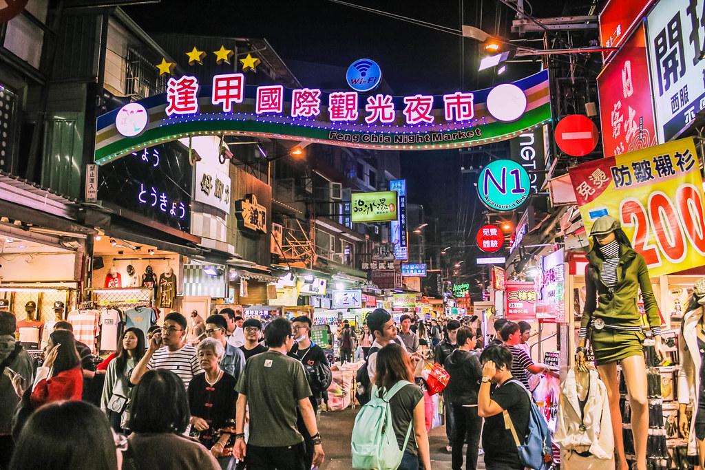 fengjia-night-market-alexisjetsets