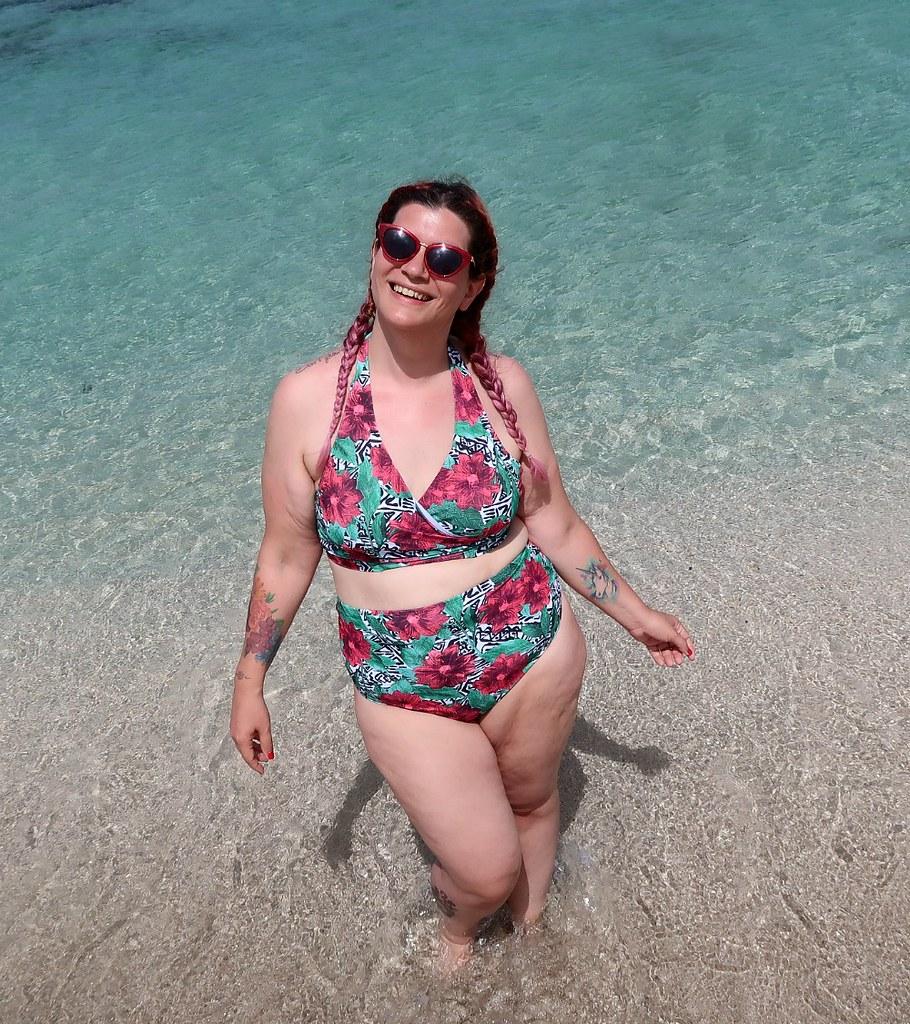 Outfit mare curvy plus size, copricostume Lily La tigresse (13)