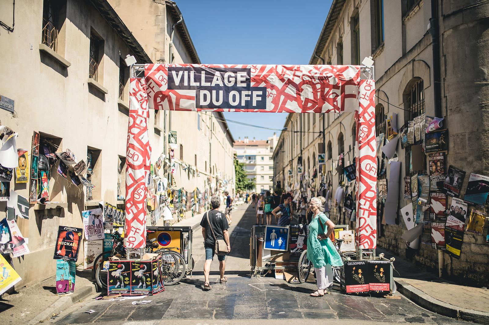 Les rues d'Avignon pendant le #OFF18