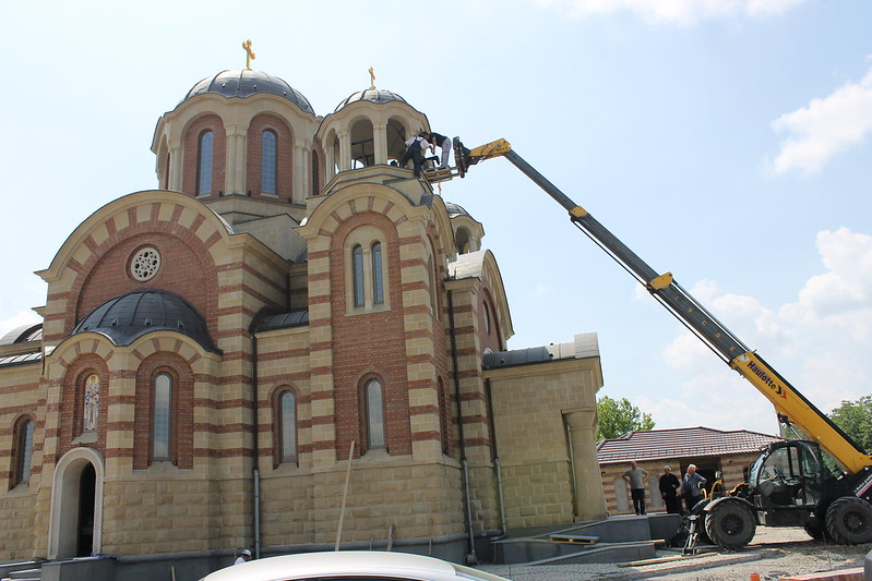 postavljanje zvona na novi hram