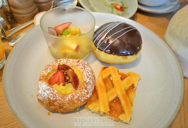 park hyatt saigon buffet breakfast
