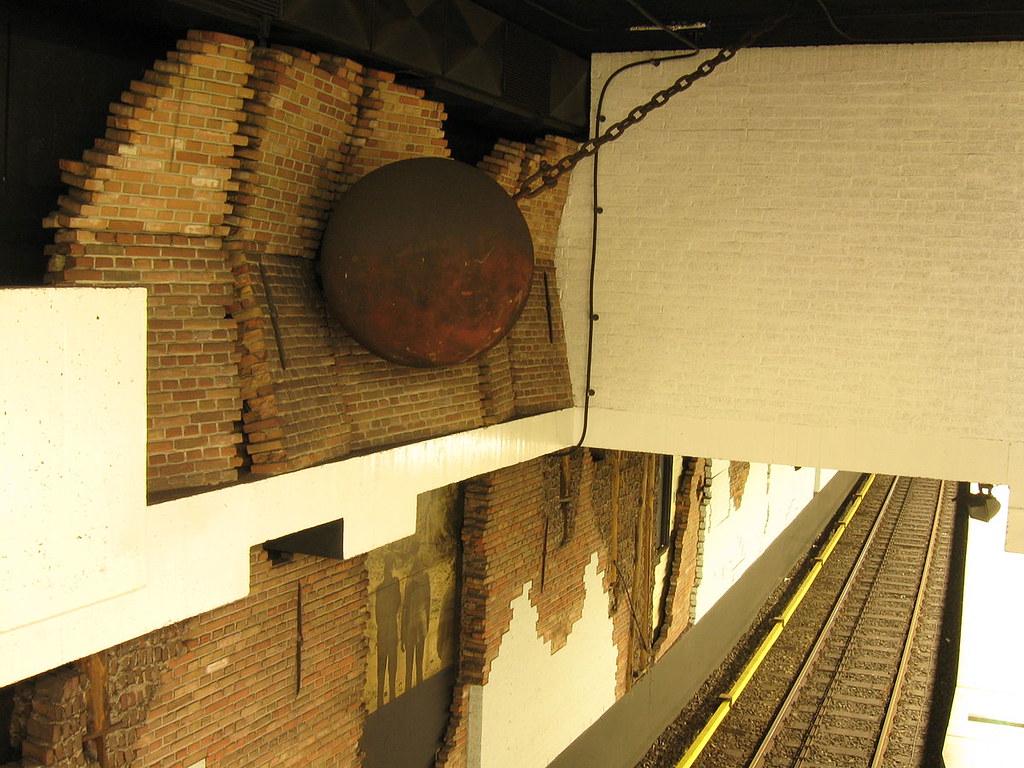 Nieuwmarkt_Metro_Station_Inside
