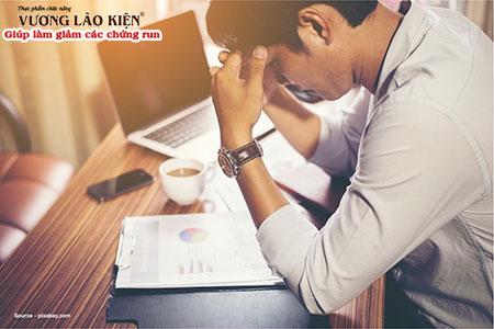 Áp lực căng thẳng trong cuộc sống hiện đại làm gia tăng tình trạng hồi hộp run tay