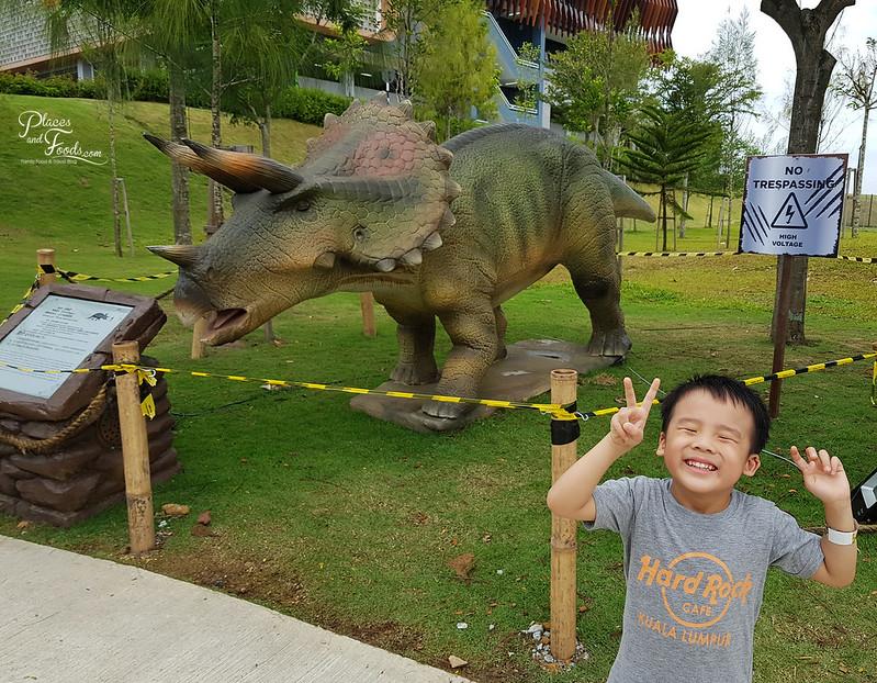 dinosaur kingdom moving dino