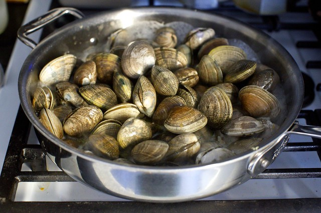 clams, garlic, wine