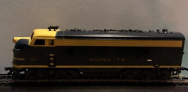 HO Scale Mantua Santa Fe F9 Locomotive