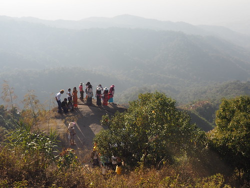 myanmar burma birma monstate goldenerfels buddhismus tempelkultur religion menschen landschaft