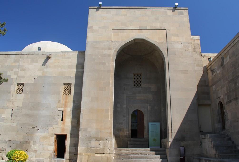 Баку - дворец Ширваншахов и Музей миниатюрной книги
