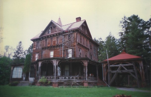 old vintage photo restoration 1990 wildersein mansion house nrhp landmark nrp onasill rhinebeck ny newyork 330 morton rd road architecture style ueen anne hudson river hudsonvalley dutchesscounty state unitedstates thomas suckley real estate building site wild stone german historical historic italianate villa tours visitors
