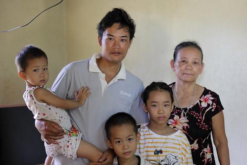 Ms. Toa, Lam (son), and her grandchildren