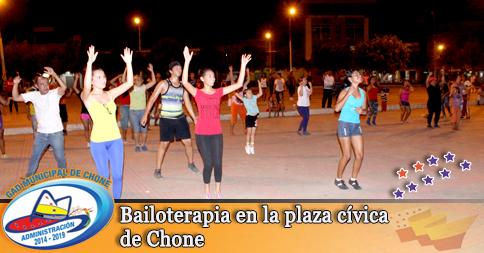 Bailoterapia en la plaza cívica de Chone