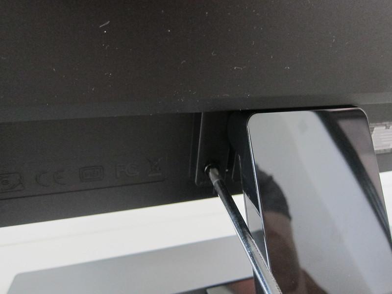 BenQ EW3270U - Attaching Stand